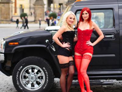 Limousinenfahrt in einem Hummer mit Striptease