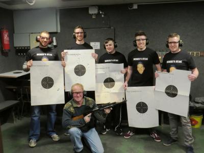 Schießstand mit 5 Pistolen