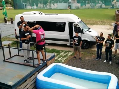 Fake Bungee-Jump für den Junggesellen